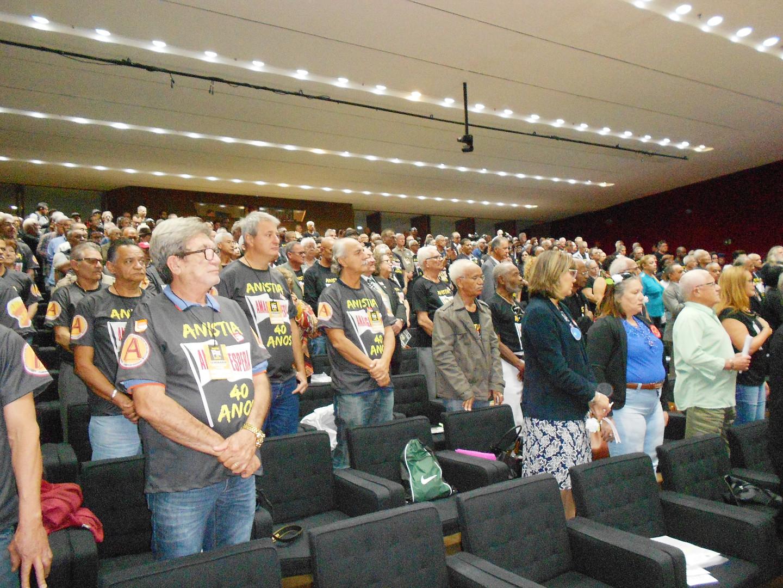 Caravanas de anistiados e anistiandos políticos lotam auditório da Câmara dos Deputados