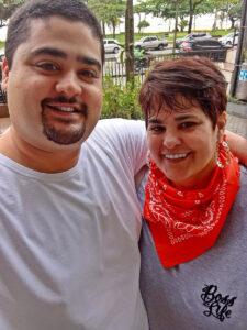 Christiane Seixas (viúva de Marco Antonio Santin Alves) e o filho Paulo