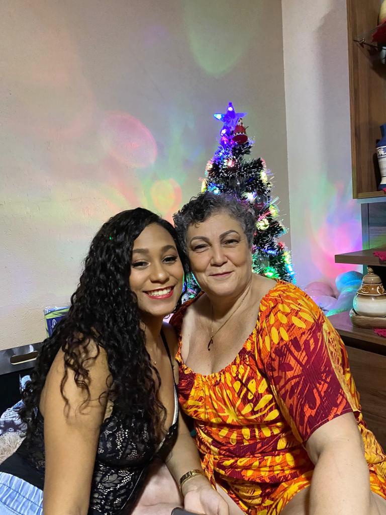 Idinéa Nicacio da Silva (viúva de Argemiro Gomes de Lima) e a filha Thayná Cristina