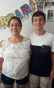 Laura Melo (viúva de Francisco Canavarro) e seu neto Caio