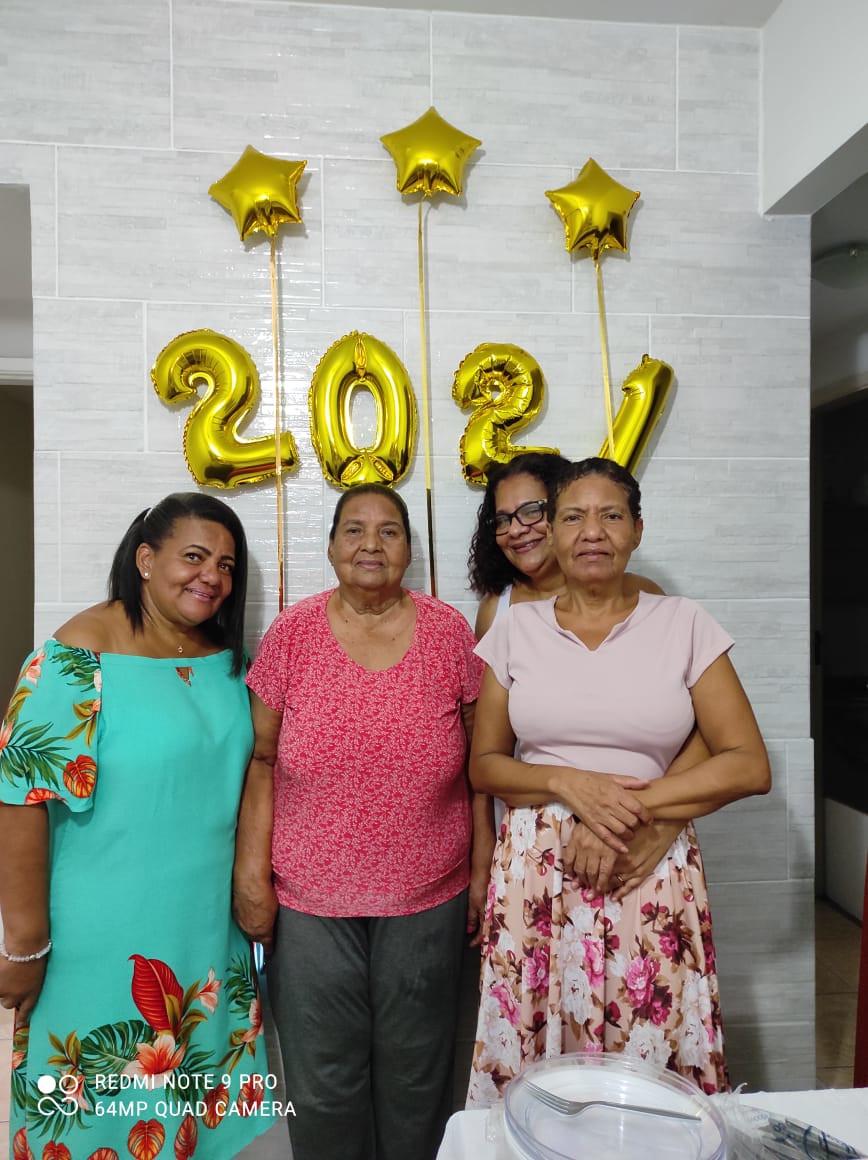 Maria Nila Pires dos Santos (viúva de Aloysio Jesus dos Santos) e filhas